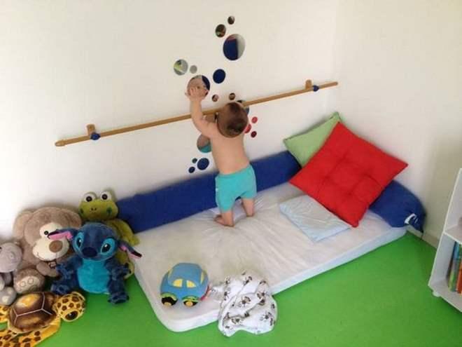 quarto-montessoriano-bebe-espelho-toca-lola