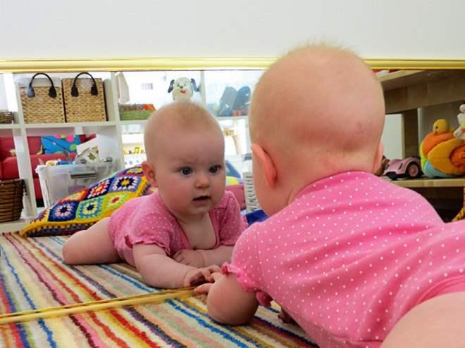 quarto-montessoriano-espelhos-toca-lola